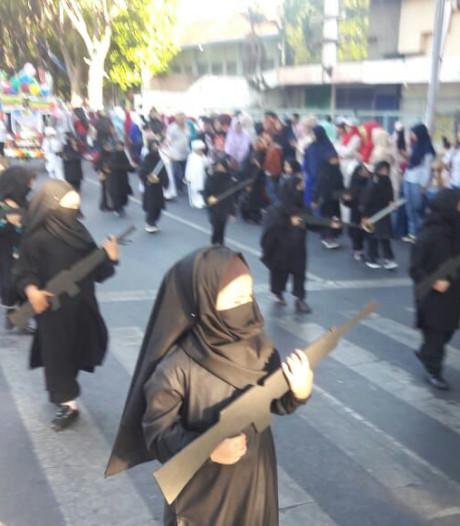 Indonesische school steekt kleutermeisjes in jihadistenpakjes