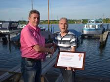 Hoge onderscheiding voor scheidsrechter Van Beek