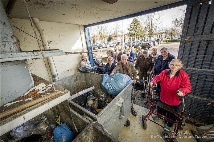 Bewoners van dertien flats in de Wesselerbrink