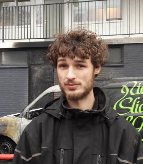 Wageninger Jeroen zag zijn pas gekochte auto in brand staan: 'Ik ben me echt het lazarus geschrokken'