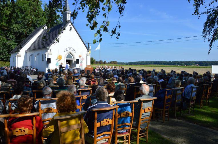 GLABBEEK-Feestelijkheden rond de eeuwenoude kapel van de Heinkensberg