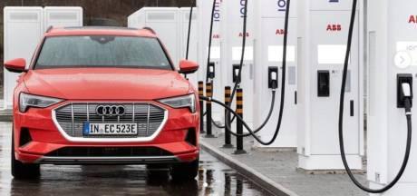 Snelladers voor elektrische auto's blijken niet altijd snel te laden
