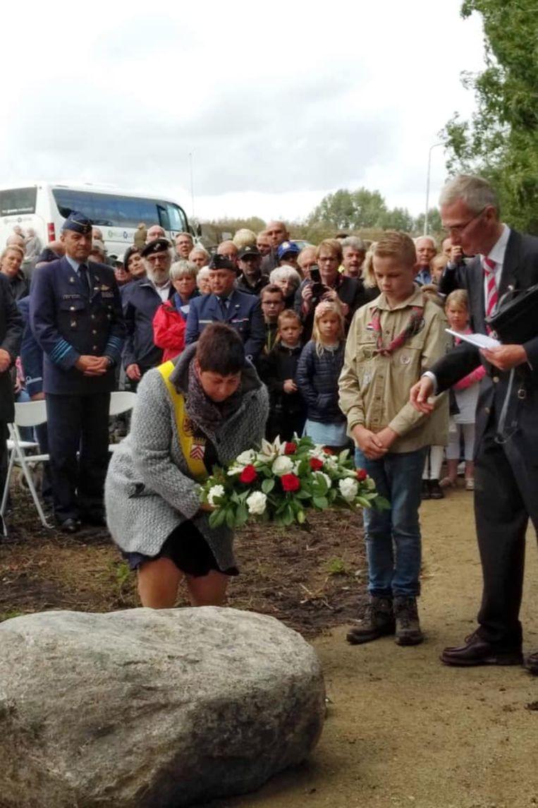 De Meense piloot Jean-Noël Vandaele kreeg afgelopen weekend een gedenkplaat in het Nederlandse dorpje, Alblasserdam.