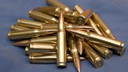 Politie vindt honderden kogels, wapens en drugs bij man in Laken