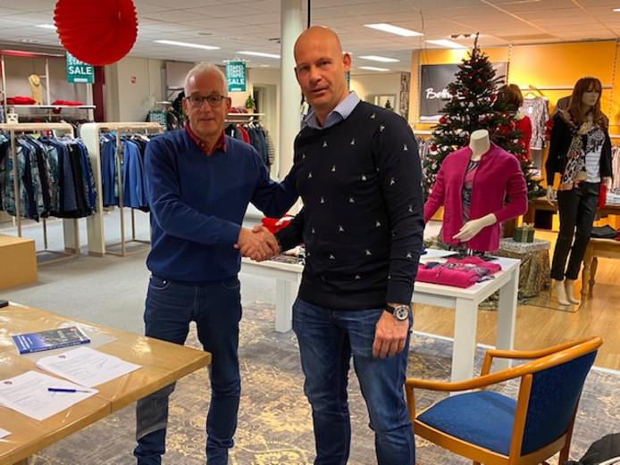 Robbert Verhoeven (rechts) met voorzitter Gerard Straatman van Hapert.