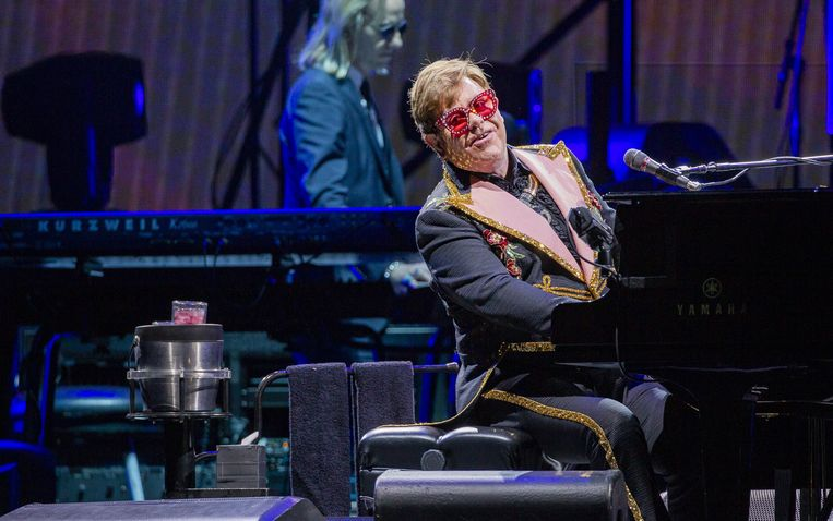 epa08036481 British musician Elton John performs during his 'Farewell Yellow Brick Road' tour at HBF Park in Perth, Western Australia, Australia, 30 November 2019 (issued 01 December 2019).  EPA/TONY MCDONOUGH AUSTRALIA AND NEW ZEALAND OUT