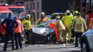 Frontale botsing tussen jeep en personenwagen: twee zwaar gewonden, Heirweg in Kalken tijdlang volledig versperd