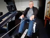Antoon Bos (65) kan op z'n roeitrainer dankzij zijn behulpzame buurtgenoot