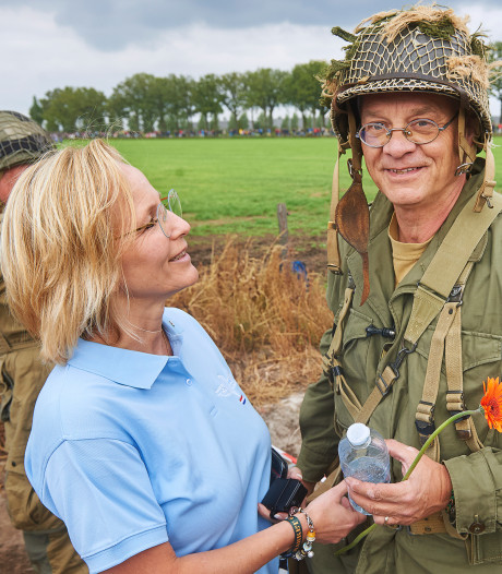 Erwin en Elize Janssen koninklijk geëerd bij herdenking in Eerde