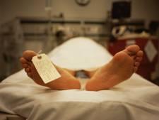 Plus d'un an après la mort, le corps humain continuerait à bouger