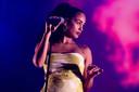 De Britse zangeres Jorja Smith treedt op tijdens de eerste dag van de 27e editie van muziekfestival A Campingflight to Lowlands Paradise.