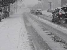 Sneeuw en Zevenheuvelenweg: automobilist heeft er moeite mee