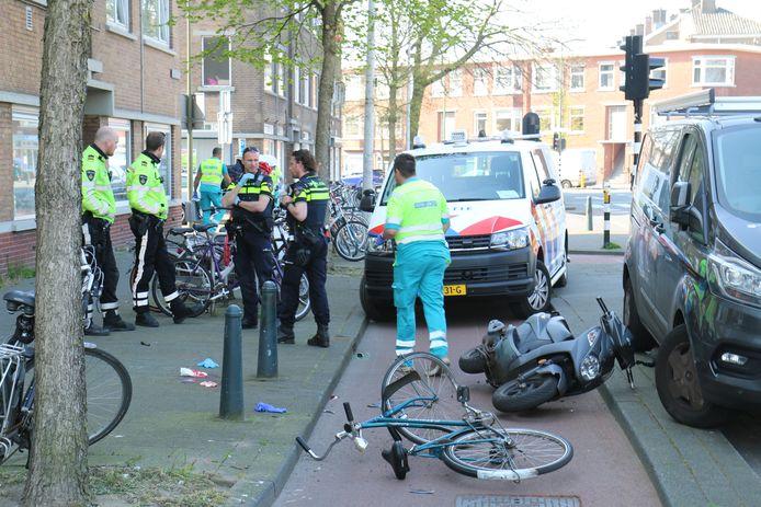 Een scooterrijder en fietser botsten op de Soestdijksekade.