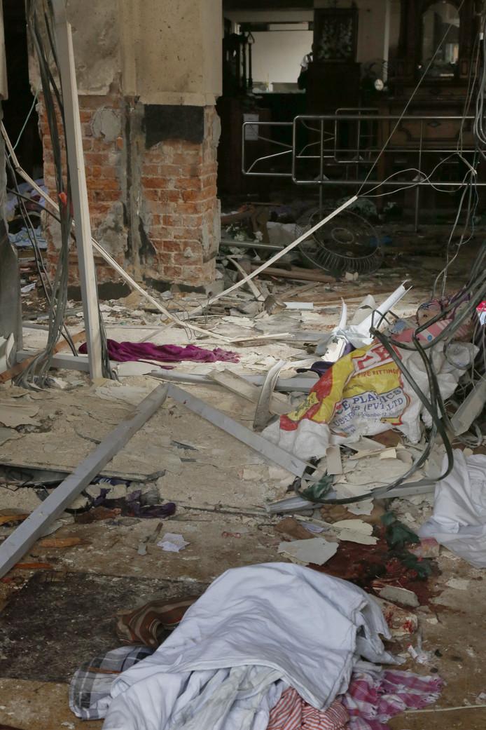 Het interieur van de basiliek Sint Antonius Nationaal Heiligdom in Colombo na de explosie.