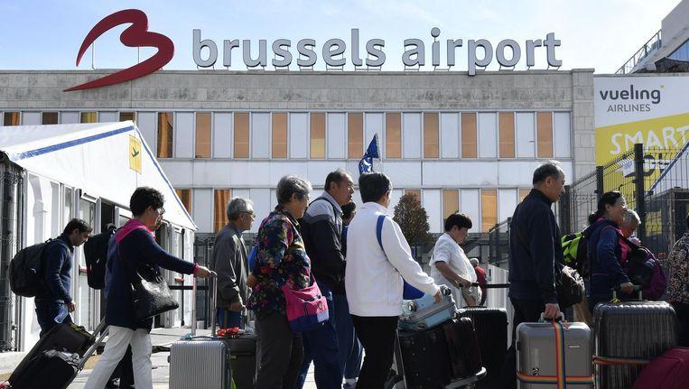 Lange rijen op het vliegveld van Zaventem wegens verscherpte veiligheidsmaatregelen. Beeld afp