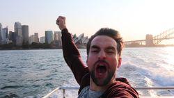 """""""Daar gaat mijn publiek"""": Arne heeft allereerste optreden beet in Sydney en leert meteen belangrijke les"""
