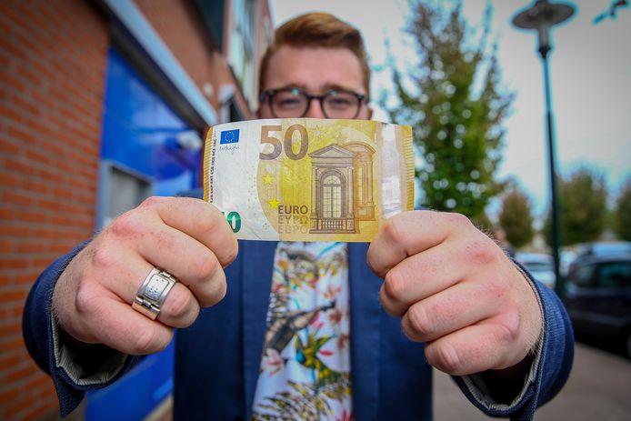 Ricardo Brouwer leeft een week lang van 50 euro om te voelen hoe het is om arm te zijn.