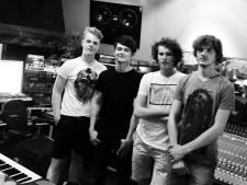 Rockband Too Many Outs uit Geesteren slaat met nieuw album vleugels uit