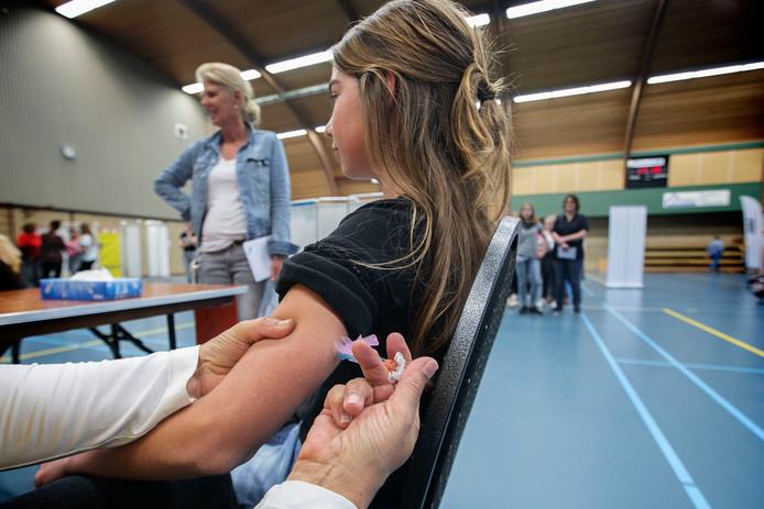 Meisjes vanaf 13 jaar worden ingeënt tegen baarmoederhalskanker.