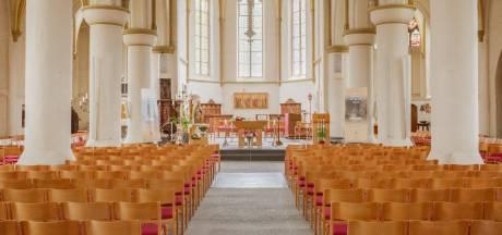 De Andreaskerk nodigt 30 mensen persoonlijk uit om deel te nemen aan de zondagsmis