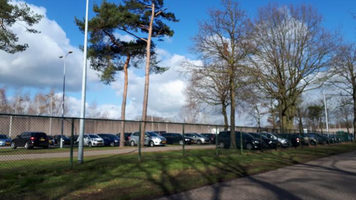 De parkeerplaats van de Penitentiaire Inrichting Vught