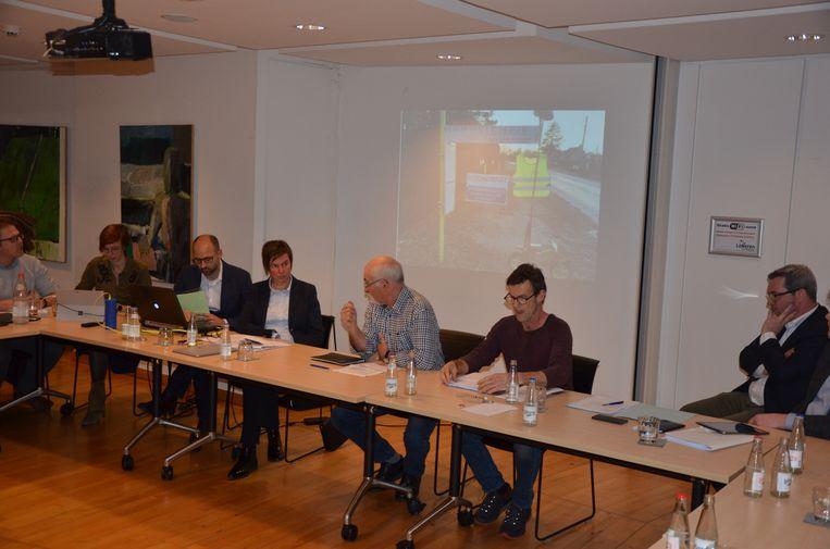 Philip Rubbens, Reinoud D'Haese (midden) en Jos Maesen namen het woord namens het comité Leefbaar Everslaar.