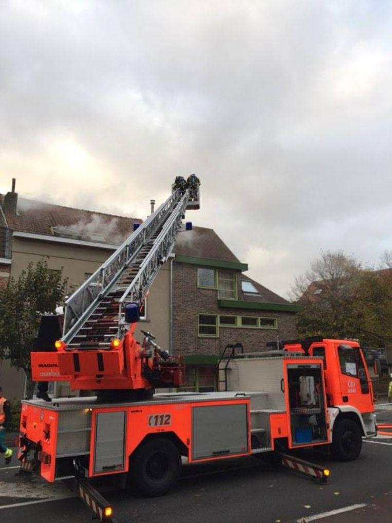 De brandweer bleef lange tijd ter plaatse om na te blussen.