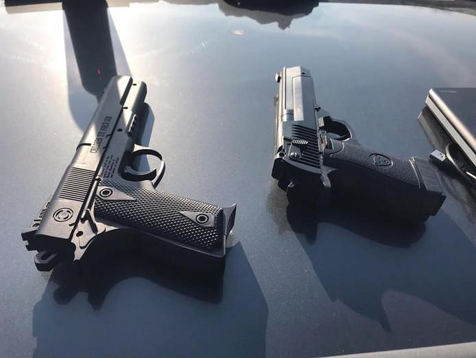 Er zijn drie mogelijke pistolen gevonden in Winterswijk.