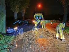 Nachtelijke ongevallen: over de kop op A12 en uit de bocht door modder op weg