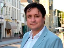 Raadslid Roos vraagt via eigen tv-kanaal de kijker om op hem te  stemmen