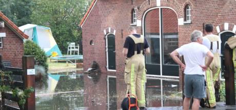 Noodweer zorgt voor flinke wateroverlast bij woonboerderij in Holten