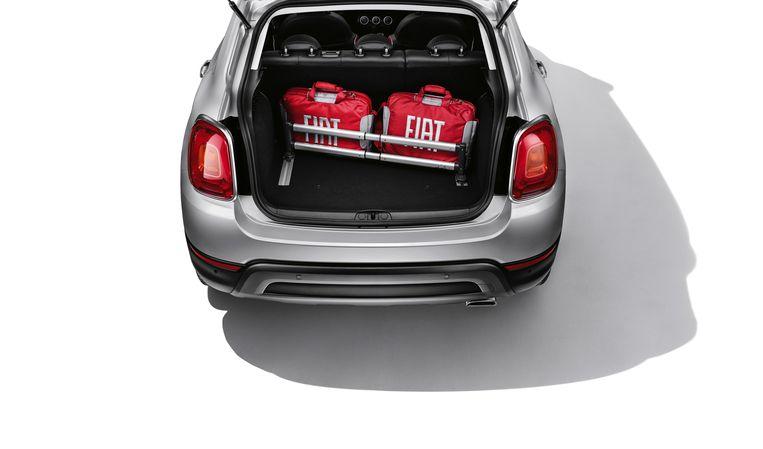 Nee, het is geen verhuisauto, maar een paar koffers en tassen kunnen achterin mee. Beeld