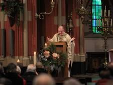 Bisschop wil praten over Reuselse pastoor Van Roosmalen