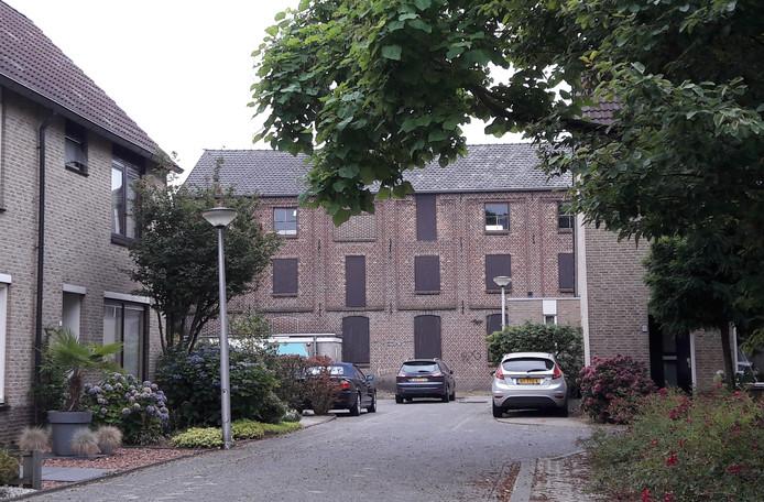 De voormalige leerlooierij in Oss, achter winkel het Hobbelpaard, bezien vanaf de Seringenhof.