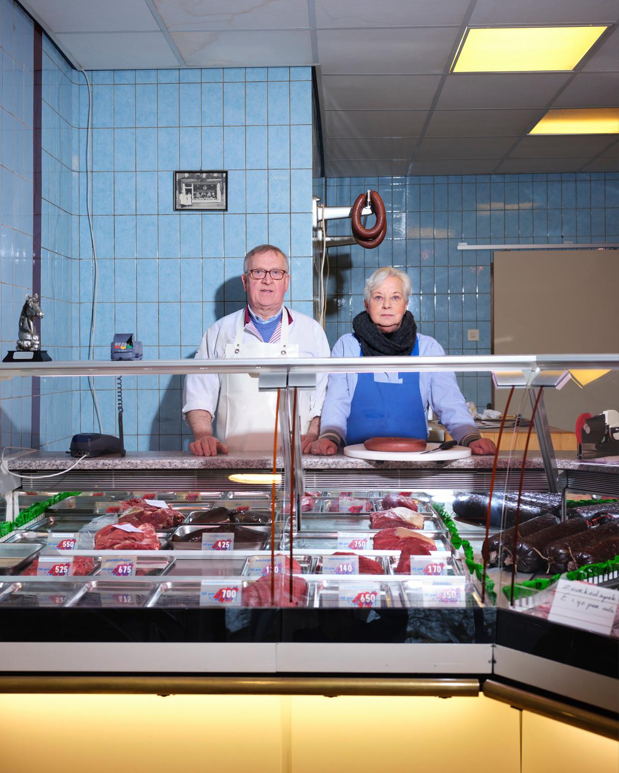 Jan en Titie van Dijk in hun paardenslagerij in Groningen.