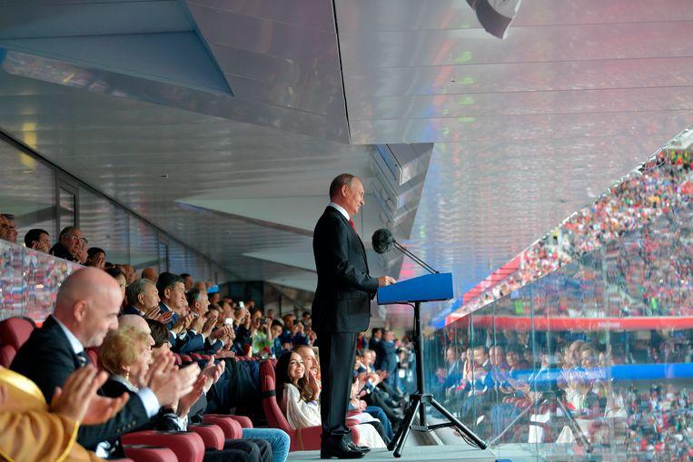 De Russische president Vladimir Poetin opent het WK Voetbal in het Loezjniki stadion te Moskou, 14 juni 2018.  Beeld AP
