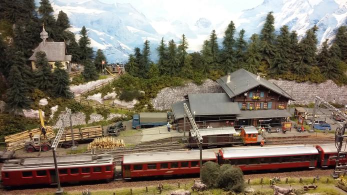 De treinen en landschappen en die de Vereniging Spoorgroep Zwitserland bouwt, zijn een gelijkende weergave van een Zwitsers gebied.