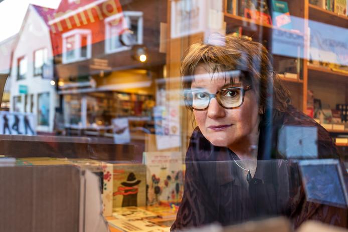 Manda Heddema, de nieuwe eigenaar boekwinkel Jacques Baas in Driebergen.