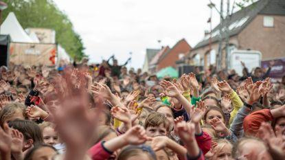 Straatfeesten kondigt jaar uitstel aan met origineel filmpje