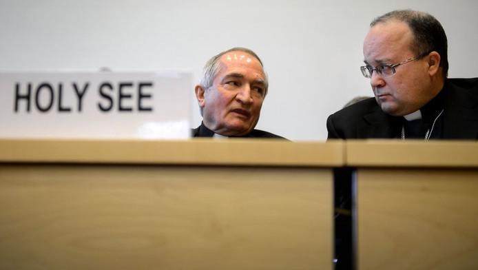 Silvano Tomasi (à gauche), ambassadeur du Vatican auprès de l'ONU (avec Mgr Charles J. Scicluna ex-ministre du tribunal de la Congrégation pour la doctrine de la foi, chargé d'enquêter sur les viols sur mineurs de la part du clergé)
