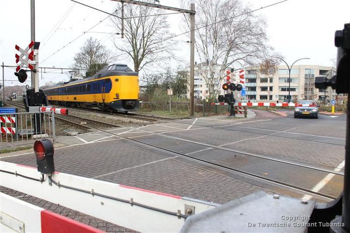 De spoorwegovergang van de Deldensestraat te Borne wordt veiliger gemaakt.