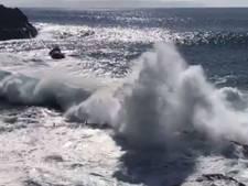 Enorme vloedgolf sleurt drie mensen weg aan kust Tenerife