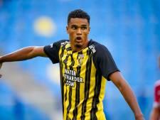 Danilho Doekhi vliegt voor voetbal naar 'oorlogsgebied': 'Denk dat we hotel niet uit mogen'