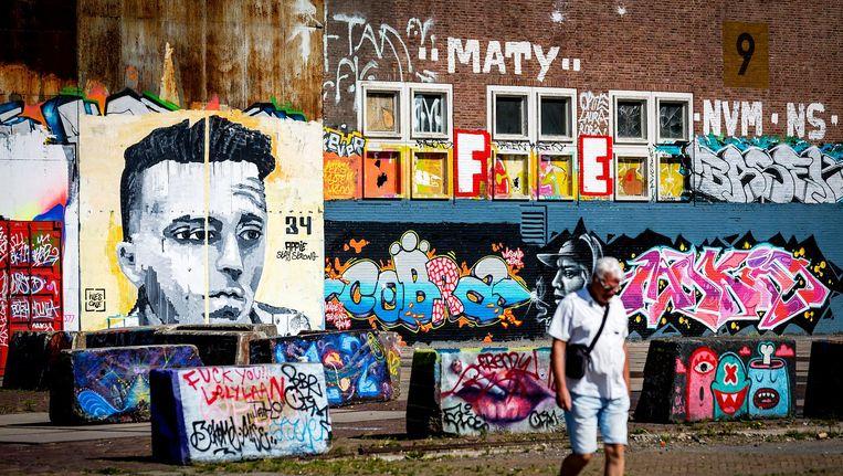 Muurschildering van Ajacied Nouri op een muur van een pand aan de NDSM-werf. Beeld anp