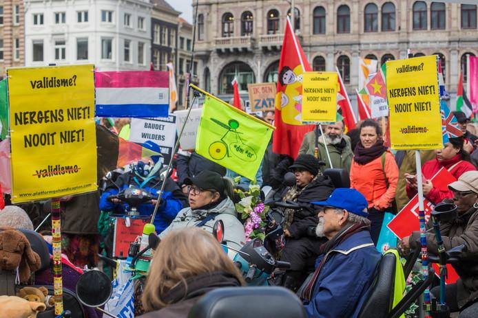 Demonstranten spreken zich zaterdag uit tegen racisme op de jaarlijkse anti-racismedemonstratie.