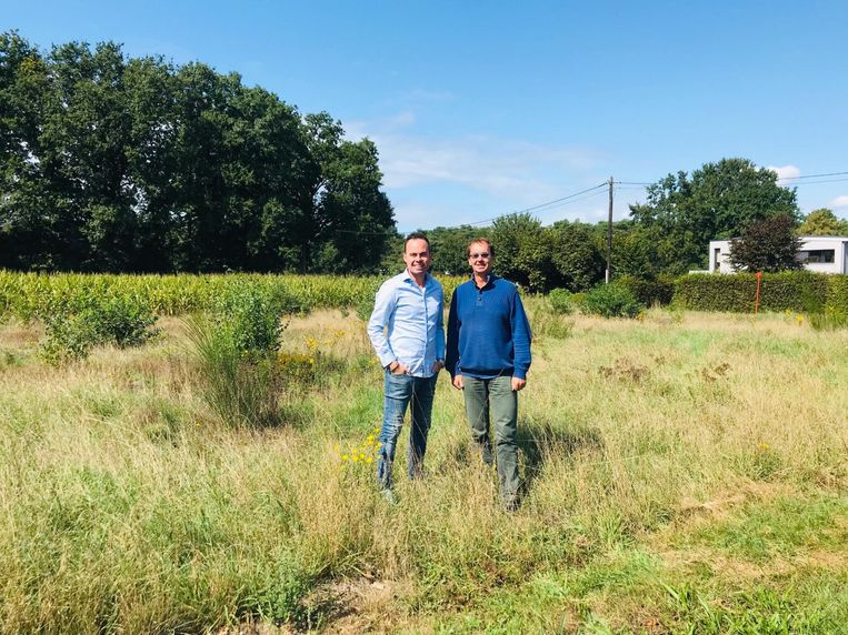 Olivier Rul en Walter Van Hofstraeten op het terrein van de verkaveling.