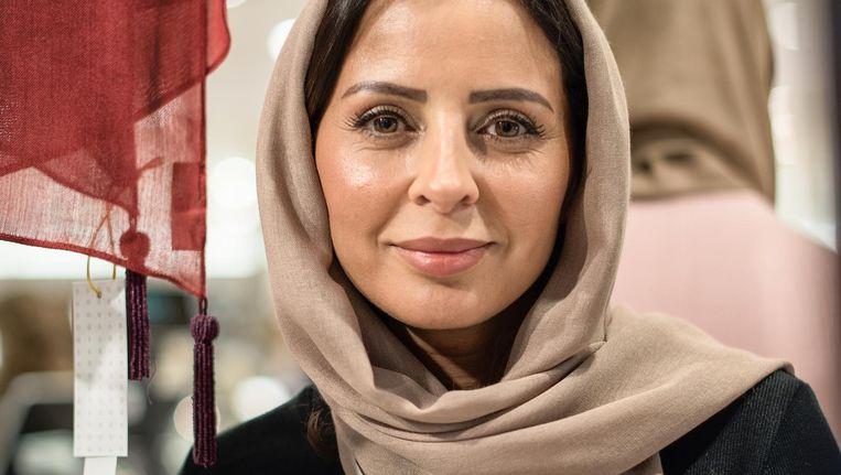 00358fe640b ... Loubna Sadoq wier hoofddoeken sinds kort bij De Bijenkorf in Amstelveen  te koop zijn Beeld Marijke Stroucken