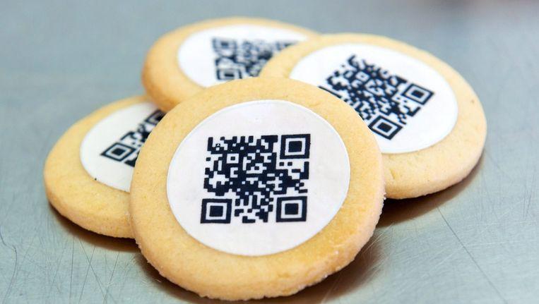 Koekjes met een QR-code, die met smartphones gelezen kan worden, als onderdeel van een onderzoeksproject in Duitsland. Beeld epa