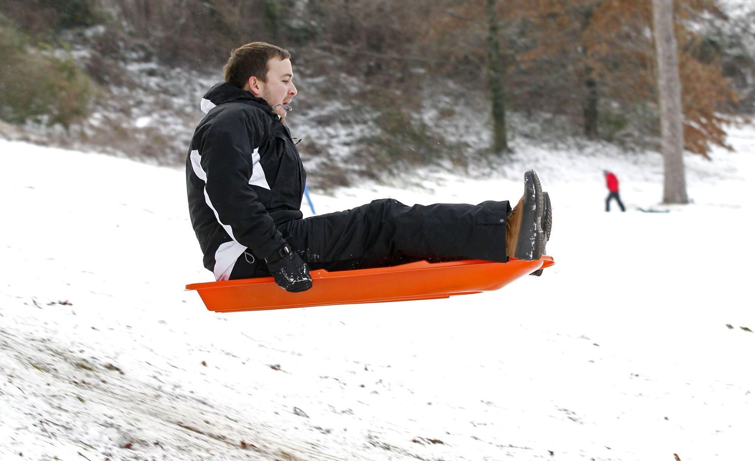 Vrijdag is er in het oosten kans op sneeuw. Dat betekent sleeën!