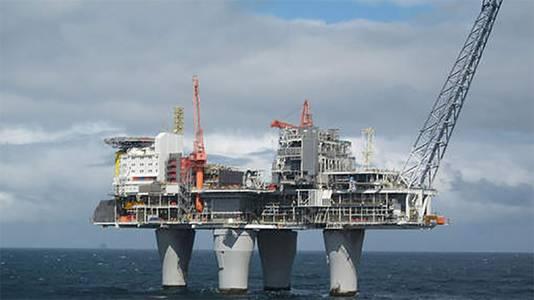 Boorplatformen hebben veiligheidszones die schepen niet zonder toestemming mogen betreden.